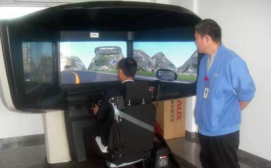 飞行模拟器为学员学习航天飞行的技术来了可靠的帮助